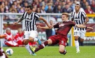 CALCIO Torino-Juventus: fischi, abbracci e pedate