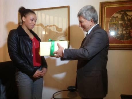 VOLLEY Vendola, un dono a Nneka
