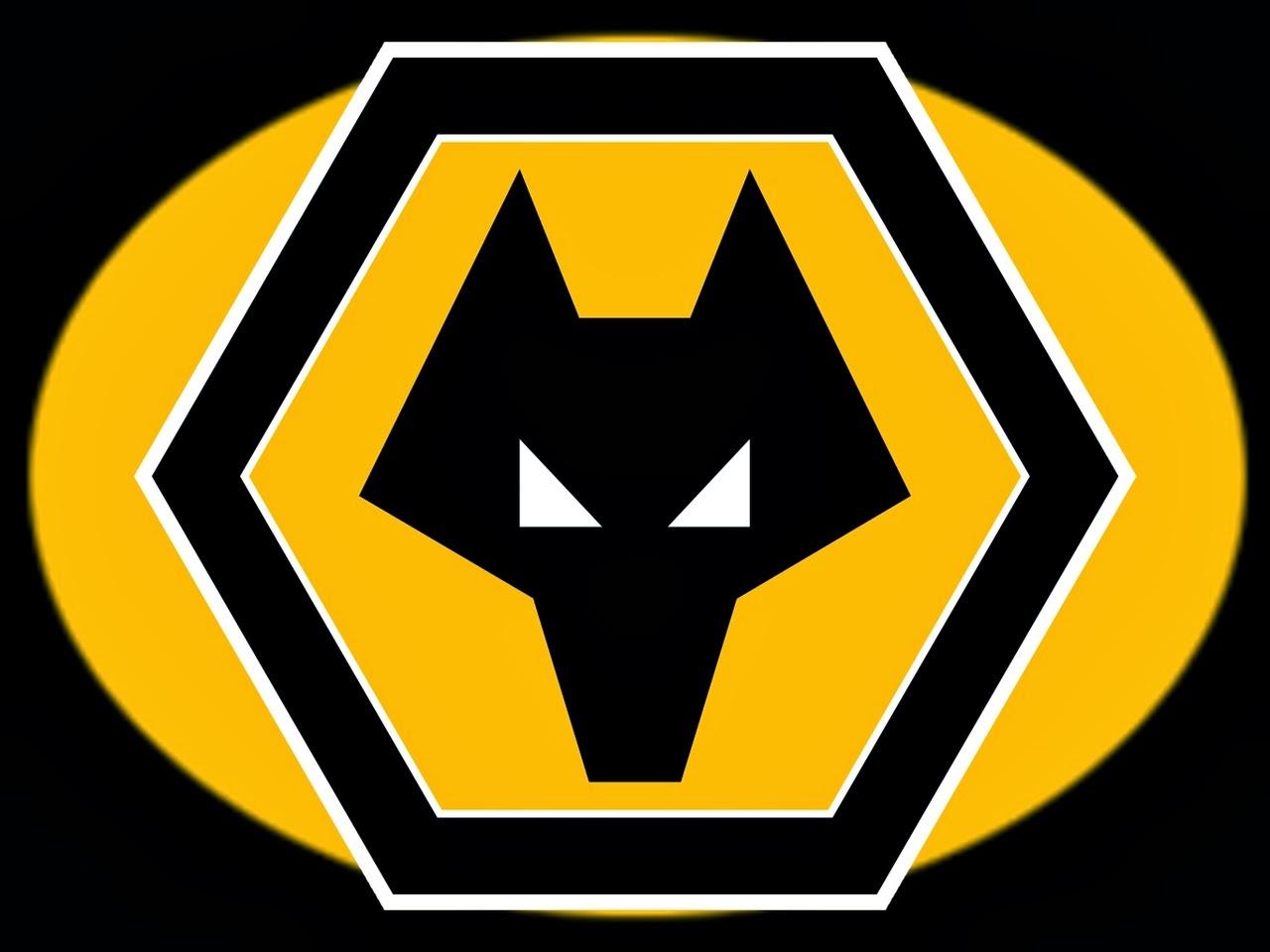 CALCIO Wolverhampton e il logo visto dal basso