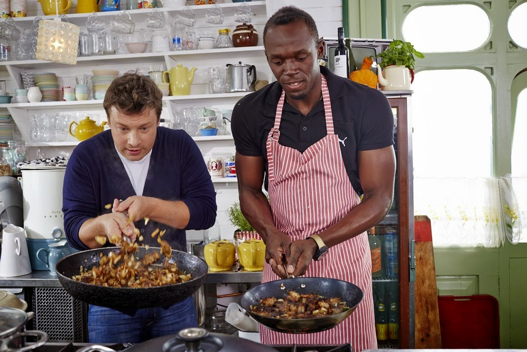 ATLETICA Usain Bolt ai fornelli con lo chef Jamie Oliver in Tv