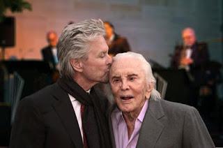 CINEMA Kirk Douglas, 99 candeline