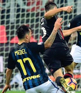 CALCIO Milan-Inter, maglie indistinguibili: e la tv si fa nera