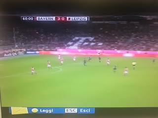 CALCIO Il logo umano della Telekom all'Allianz Arena del Bayern Monaco