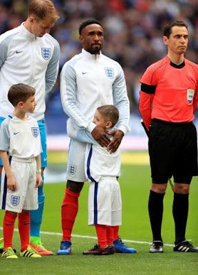 CALCIO Il piccolo Bradley e il suo amico Defoe