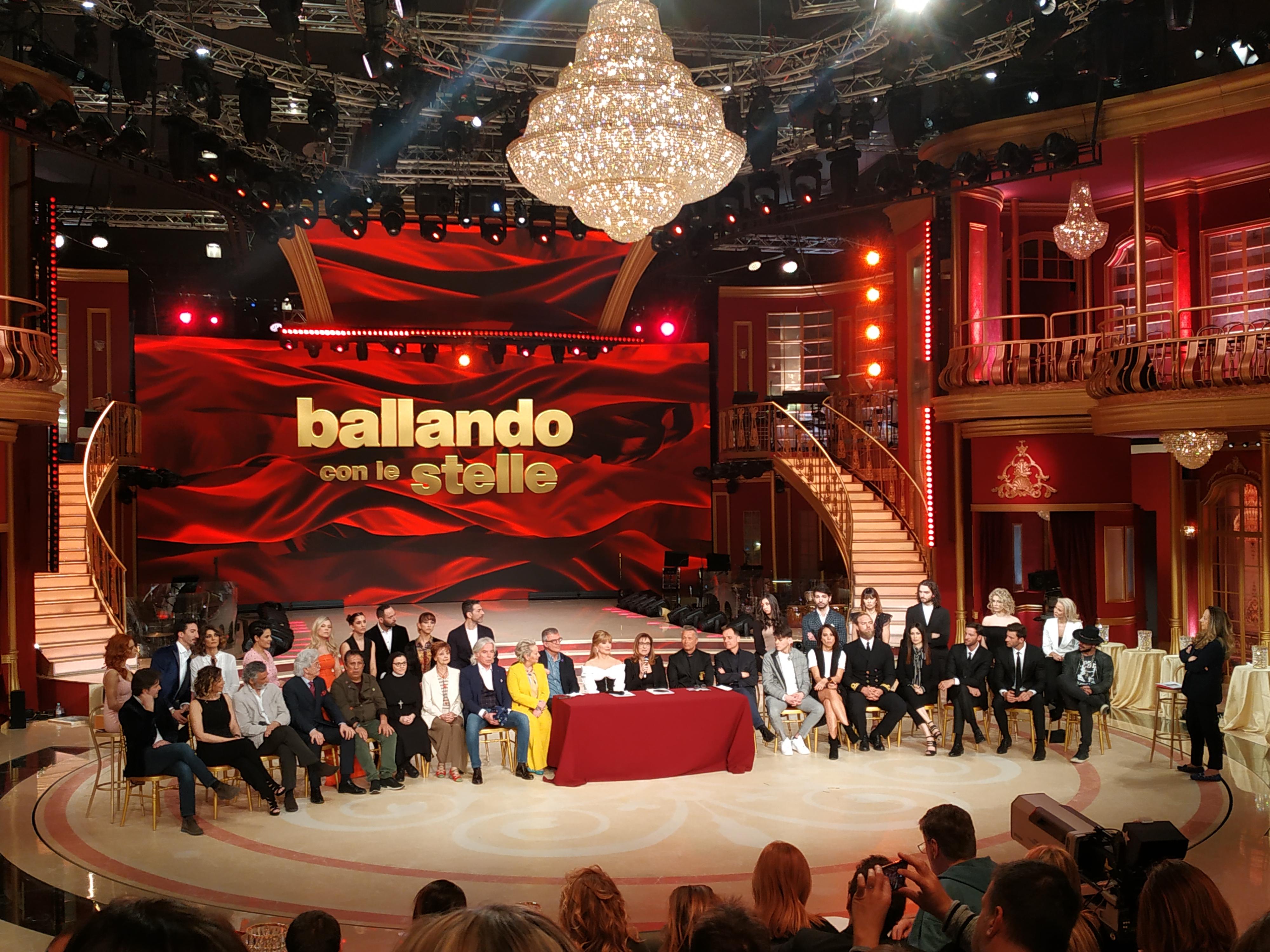 TV Ballando con le stelle, da sabato la 14ª edizione
