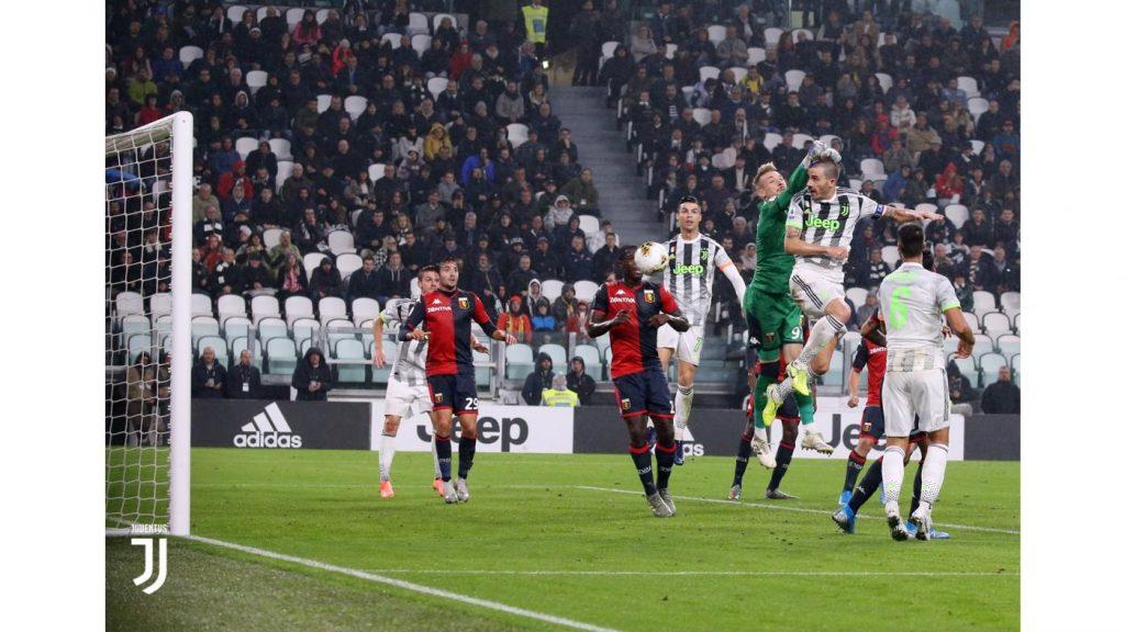 Il colpo di testa vincente di Bonucci al Genoa FOTO Juventus.com