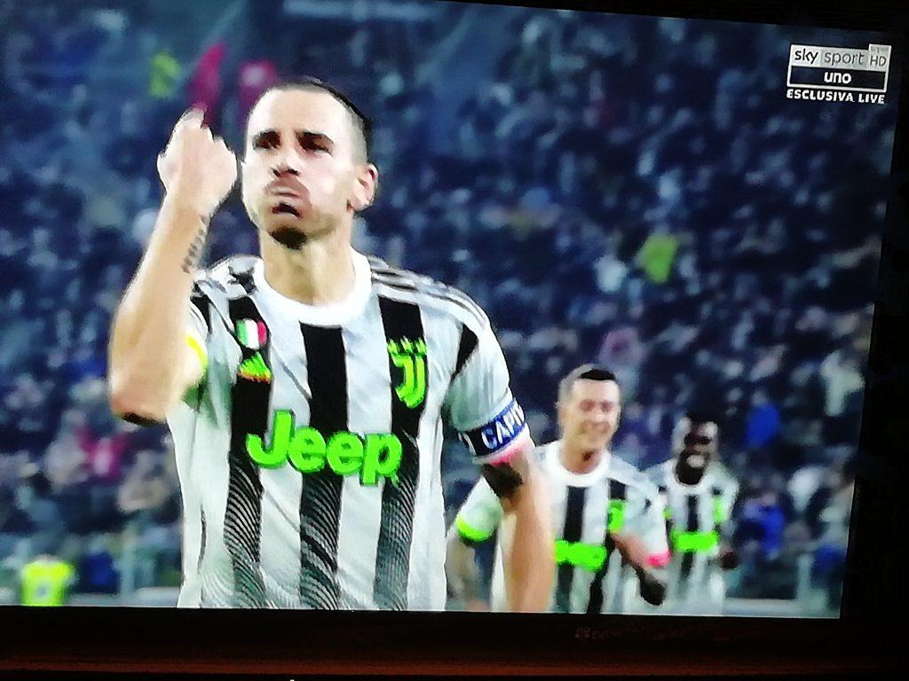 Bonucci esulta dopo l'1-0 al Genoa