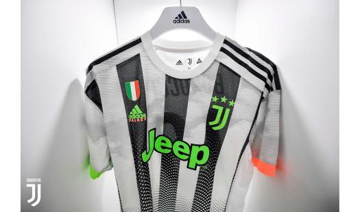 La maglia Adidas Palace indossata dalla Juventus contro il Genoa FOTO Juventus.com