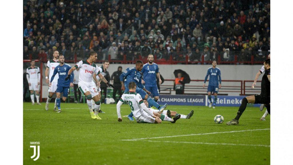 Il gol di Douglas Costa, Lokomotiv-Juventus 1-2 FOTO JUVENTUS,.COM