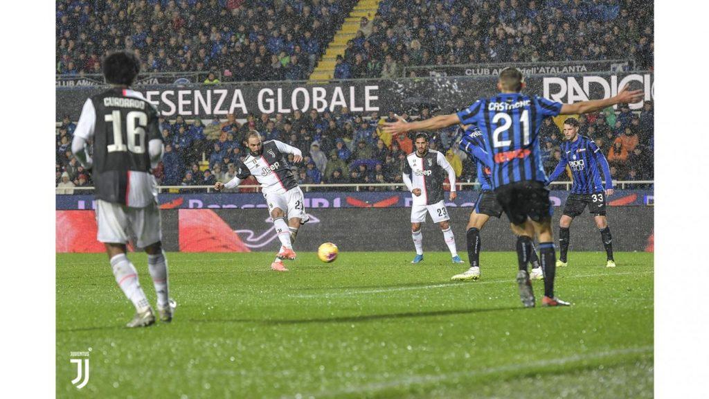 Gonzalo Higuain segna il 2-1 Foto Juventus.com