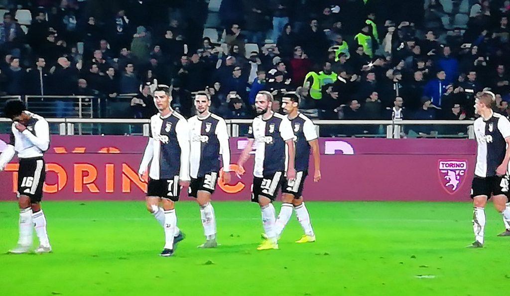 I calciatori juventini a fine derby FOTO VDB