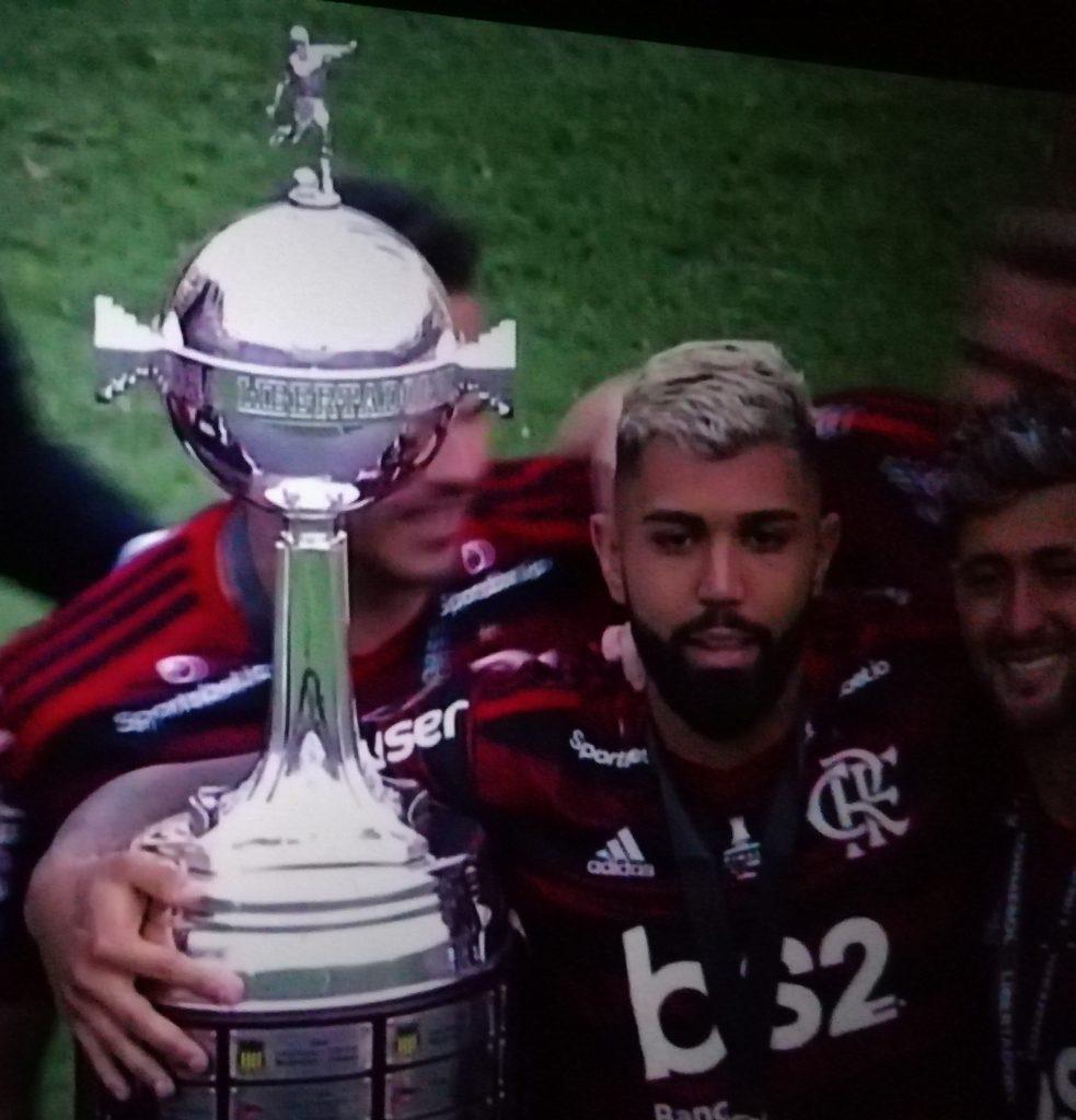 Gabigol  abbraccia la Libertadores 2019 Foto Vistodalbasso.it