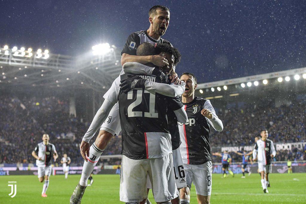 L'esultanza degli juventini dopo il secondo gol di Higuain FOTO JUVENTUS:COM