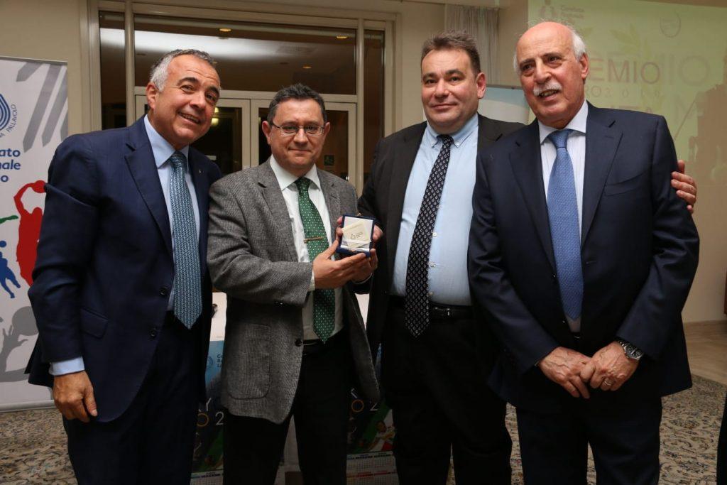 Il Generale Vincenzo Parrinello, vicepresidente Fidal, Andrea Burlandi, Luciano Cecchi Foto Fipav Lazio