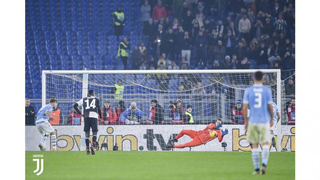 Il rigore di Immobile parato da Szczesny Foto Juventus.com
