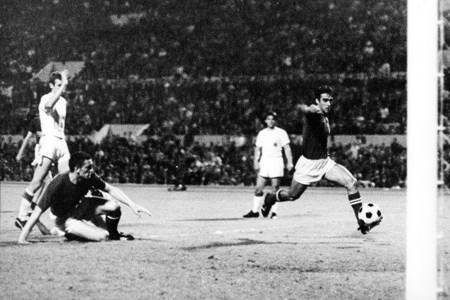 Allo Stadio Olimpico di Roma Anastasi segna il gol del 2-0 nella finale bis degli Europei di calcio 1968, contro la Jugoslavia