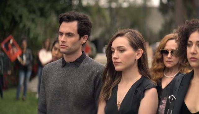 Penn Badgley e Victoria Pedretti nella seconda stagione di You (Netflix)