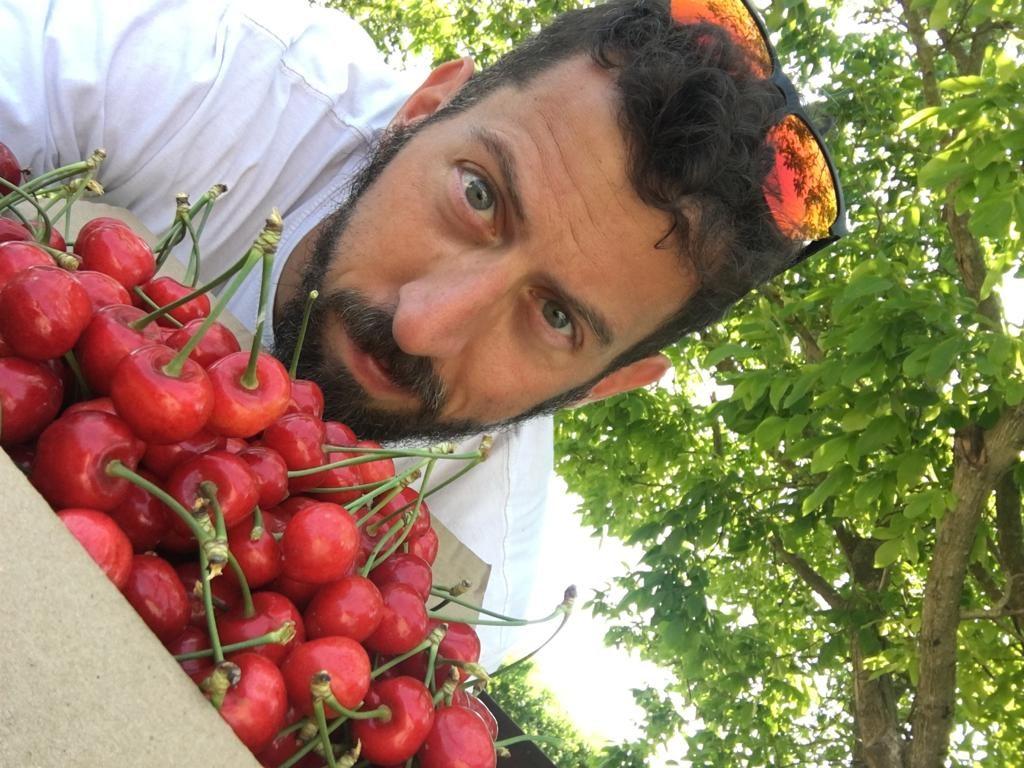 Stefano Mengozzi nell'azienda agricola a Santerno di Ravenna
